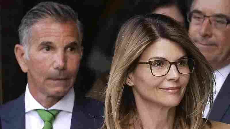 Lori Loughlin, Mossimo Giannulli To Plead Guilty In College Admissions Scandal